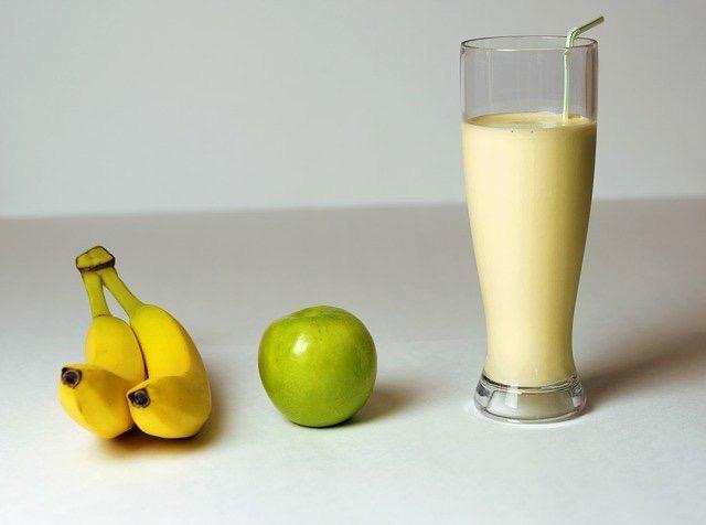 How To Make A Banana Milkshake With A Blender - Bill Lentis Media