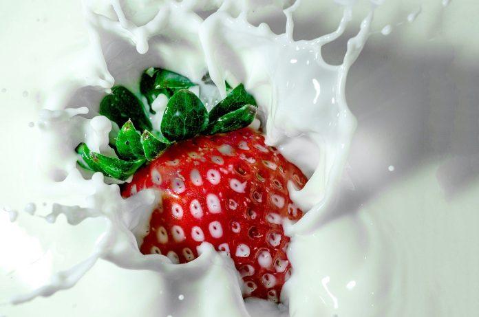 How To Make A Strawberry Daiquiri In A Blender - Bill Lentis Media