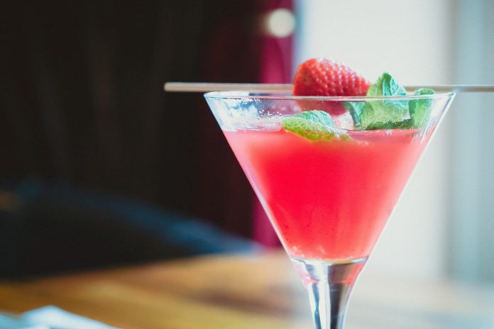 Hvordan man laver jordbær juice i en blender - Bill Lentis Media