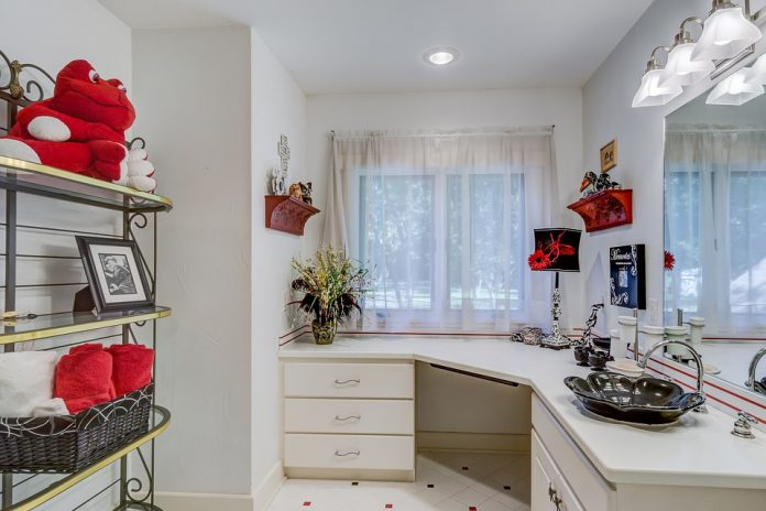 Lighting Up Every Corner Of A Home In The Best Way Possible - Bill Lentis Media